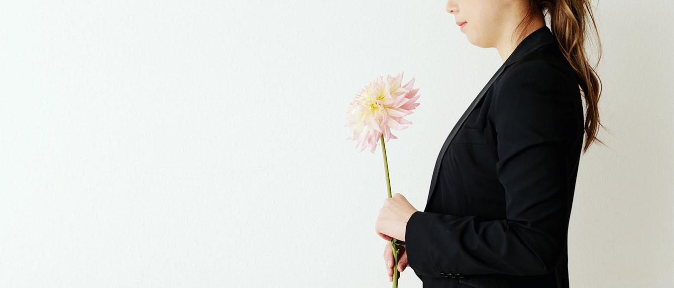 花を持つMIO